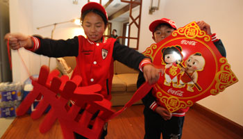 Yan Xia invited two young victims of the earthquake to spend Chinese New Year at her home, a warm act of sharing love during the traditional time of year for family reunions.