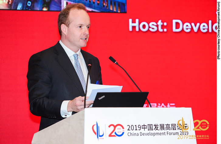 Merlin Swire delivers a speech at the 2019 China Development Forum.
