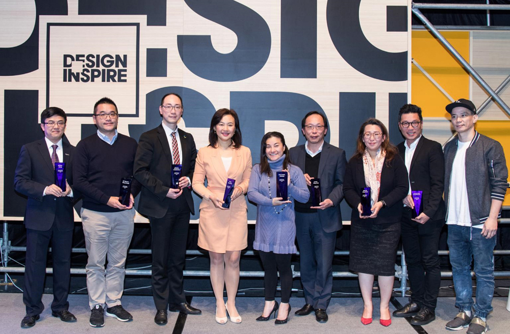 Lui Tong, Director – Direct to Consumer, Swire Coca-Cola HK (fourth from left) receives the NEXX INSPIRE Leader Award 2019.